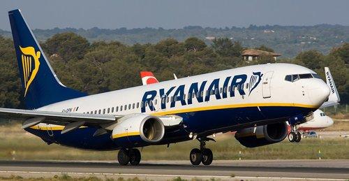Eltörte a bokáját egy utas a Ryanair járatán, akkorát rántott a gép egy hirtelen manővernél 1