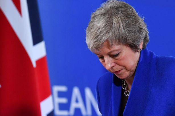 Theresa May felajánlotta, hogy lemond, a képviselők pedig hiába vették át a hatalmat a Brexit fölött 2
