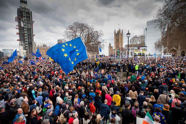 Elképesztő embertömeg: 1 millióan London utcáin a Brexit miatt – a tegnapi tüntetés képekben 2