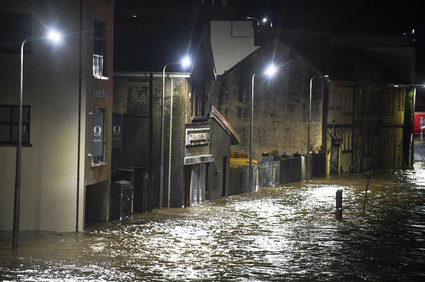 Újabb hatalmas vihar Nagy-Britanniában: ezreknek kellett elhagyniuk otthonaikat 8