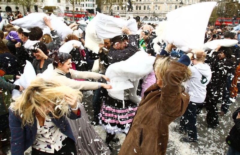 1333815843-national-pillow-fight-day-2012--trafalgar-square-united-kingdom_1146082