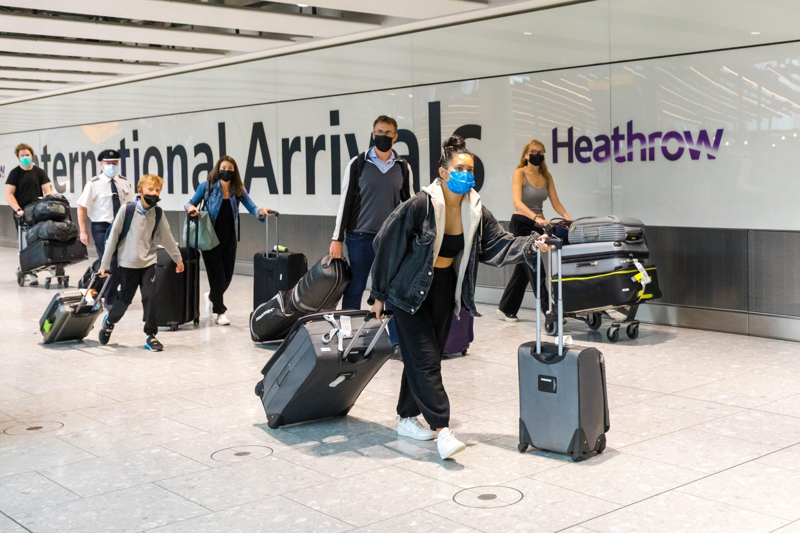 HOLNAPTÓL enyhülnek a külföldi utazásoknál a Covid tesztekre vonatkozó szabályok Nagy-Britanniában 11