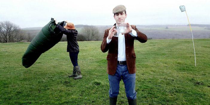 Több ezer fontot keres egy fiatal srác Angliában azzal, hogy FRISS LEVEGŐT árul palackozva 2