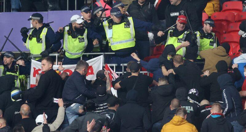 Balhé az angol-magyar meccsen: összeverekedtek a magyar szurkolók az angol rendőrökkel 1