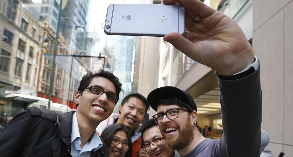 Mától kapható az új iPhone 6S Angliában 2