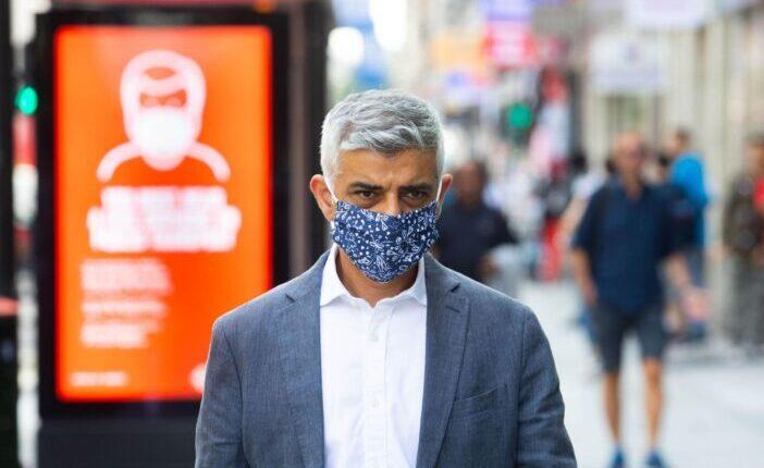 Újabb szigorításokat akarnak Angliában: lehet kint is kötelező lesz a maszk 1