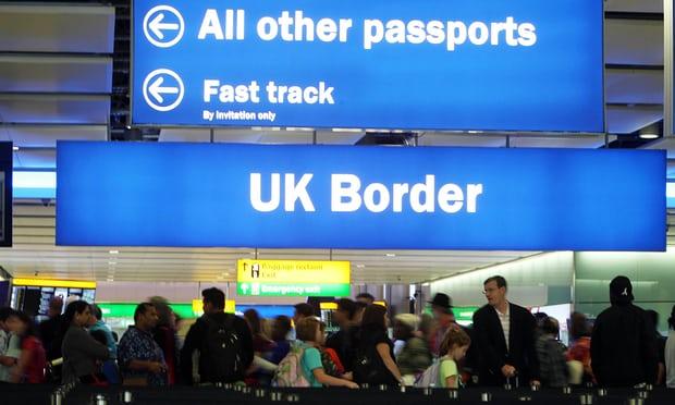 Mostantól mindenki bevándorlási státuszát ellenőrizni és jelenteni fogják a bankok Nagy-Britanniában 2