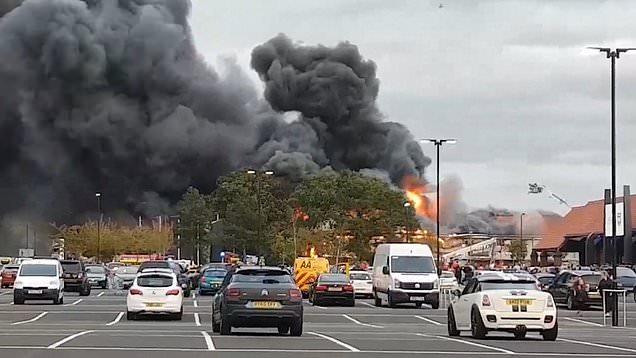 Hatalmas tűz Anglia egyik legszebb városában 2