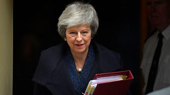 Theresa May tegnap este megúszta a leváltást, azonban valószínűleg le fog mondani 2