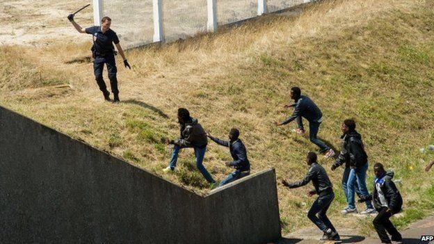 44 millió fontból épít kerítést a brit kormány a migránsok ellen 1