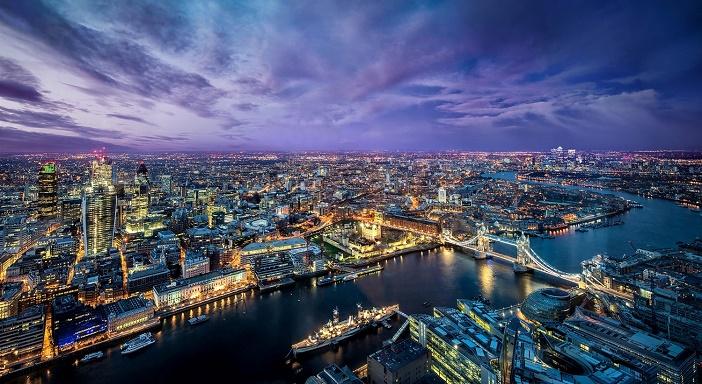 Beautiful+London+city+at+evening+lights+river+buildings+bridge+Wallpaper