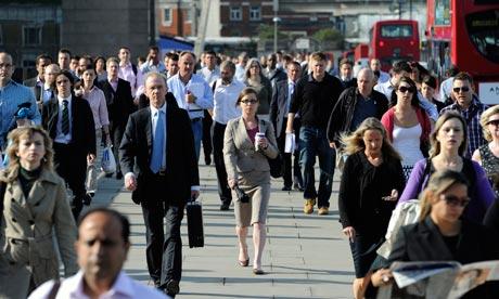 Emelkedtek a fizetések Nagy-Britanniában, ráadásul 10 éve nem látott ütemben 2