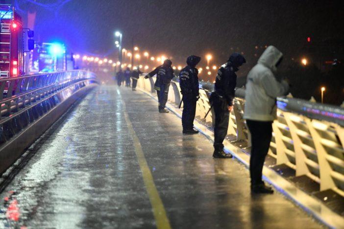 Dunai hajóbaleset - Felborult egy hajó a Dunán a Parlamentnél