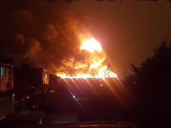 Hatalmas, a város másik feléről is látható tűz ütött ki Londonban 1