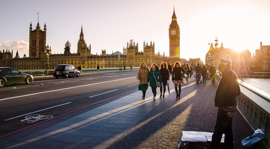 joaquin-armijo-london-westminster-bridge-people-1024x678