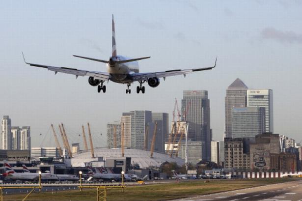Féltonnás fel nem robbant bombát találtak a londoni repülőtér mellett 1