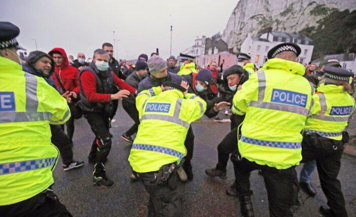 A teherautó sofőrök összecsaptak a rendőrséggel Doverben 1