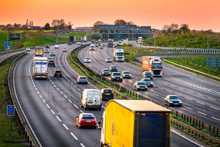 Forgalommal szemben próbált meg felhajtani az autópályára egy magyar nő Angliában 1