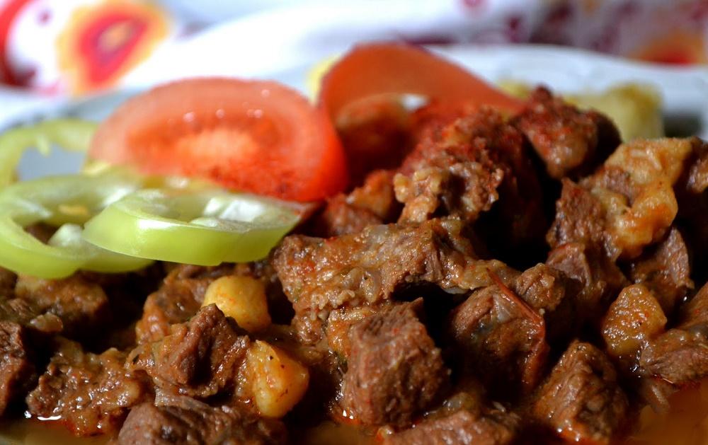 Hazai ízek, magyar receptek 1: Magyaros tócsi, Vörösboros marhapörkölttel 1