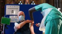 koronavírus oltás Anglia