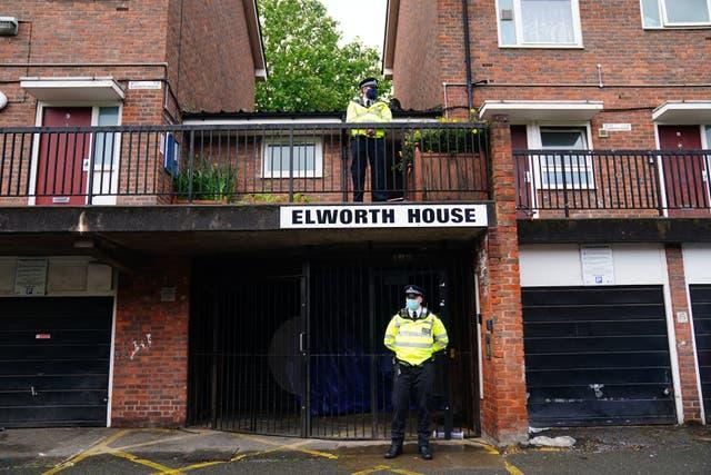 Alig 6 óra leforgása alatt 2 iskolás gyereket késeltek halálra Londonban 1