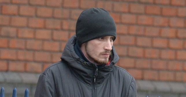 Úgy megrázta kisbabáját egy brit férfi, hogy agysérülése lett, mégis megússza a börtönt 1
