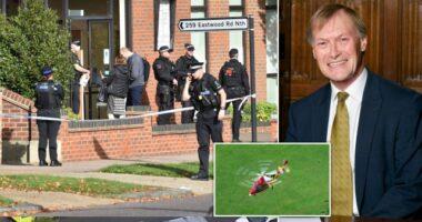 A brit parlament egyik képviselőjét halálra késelték miközben a választóival beszélgetett 1