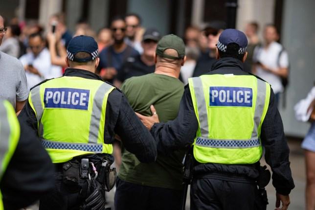 A rendőrség le fogja tartóztatni azokat, akik nem különítik el magukat ha megfertőződnek Nagy-Britanniában 1