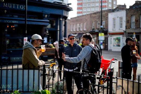 Szuper hír, a vártnál hamarabb újranyithatnak a pubok Angliában 1