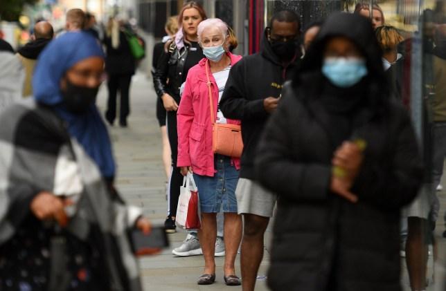 Mától új korlátozások Anglia számos pontján, ami kb 4 millió embert érint 1