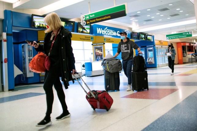 Az Angliába és Skóciába utazókat jövő héttől 500 fontra büntetik, ha nincs negatív Covid tesztjük 1