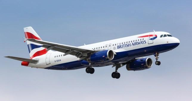 Kényszerleszállás, miután elájult az egyik pilóta a levegőben egy Londonból induló járaton 1