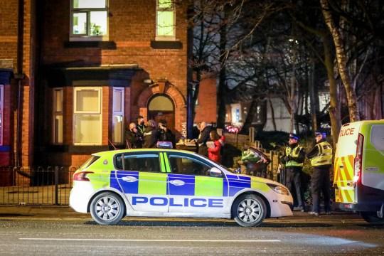 Fiatal lányt késeltek meg Londonban, és 3 másik holttestre bukkantak egy lakásban Manchesterben 1