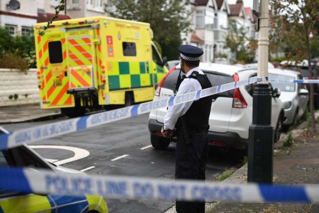 A nyílt utcán vágták le egy fiatal férfi kezét csuklóból Londonban 5