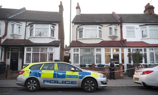 Egy terhes nőt szúrtak halálra Londonban, és a babáját a helyszínen kellett megszülnie 2