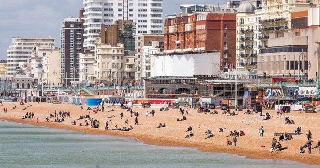 A parton, mindenki szeme láttára elégítette ki párját egy férfi Angliában, Brighton mellett 2