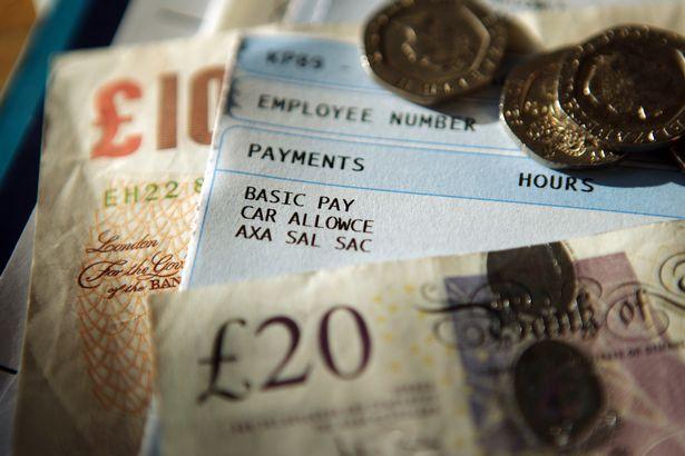 Hétfőtől nagyot emelkedik a minimálbér Nagy-Britanniában: sokan évi £700-tal lesznek gazdagabbak 1