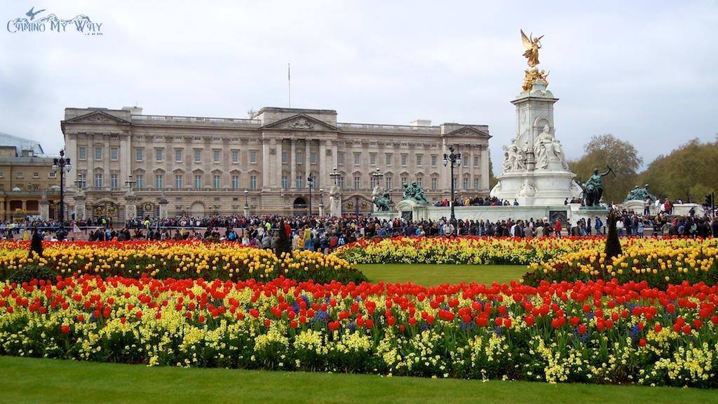 queen-victoria-memorial-gardens-and-buckingham-palace-london
