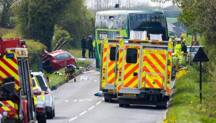 Súlyos buszbaleset történt Dél-Angliában: 1 halott, több, mint 20 sérült 1