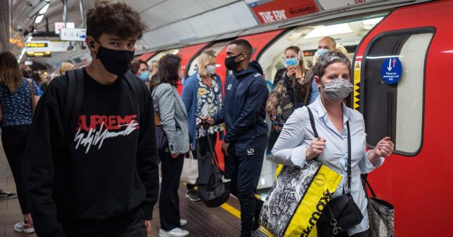 Mégis kötelező lesz a maszk a tömegközlekedésen Londonban 1