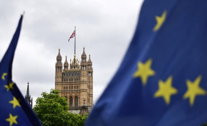 Több ezer EU állampolgártól vonhatják meg a támogatásokat heteken belül Nagy-Britanniában 4