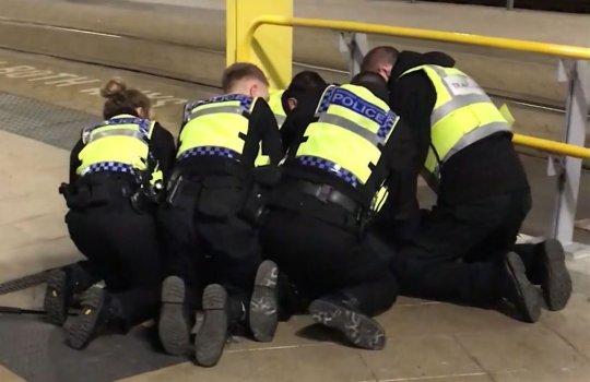 Újabb terror támadás Angliában: 3 embert késelt meg egy férfi szilveszterkor 1
