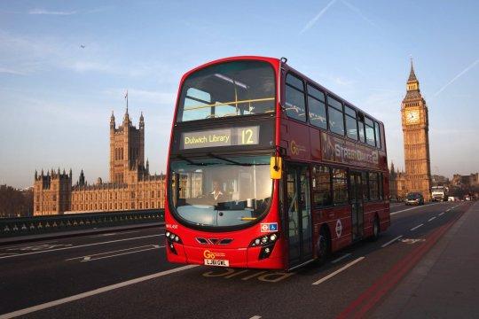 £300,000-ot talált egy busz ülésén hagyva egy egyszerű takarító Londonban 2