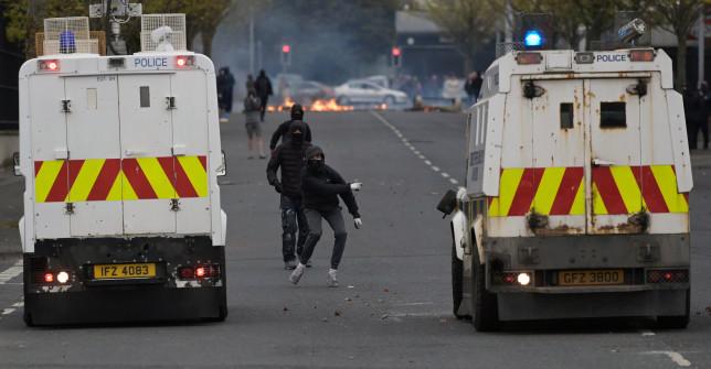 Bombát találtak az egyik rendőr autója alatt az Egyesült Királyságban: éleződik a helyzet a Brexit miatt 1