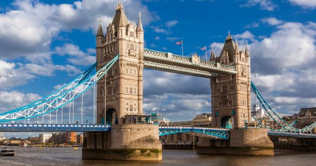 A Temzébe zuhant és nyoma veszett egy 13 éves iskolás fiúnak Londonban 1