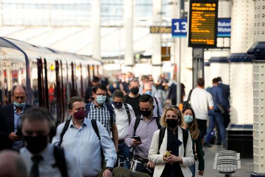 200 000-ig is emelkedhet rövid időn belül a napi fertőzöttek száma Nagy-Britanniában 1