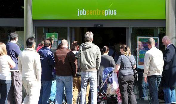 Több millió alacsony fizetésű ember jár jövőre több, mint £200-tal rosszabbul Nagy-Britanniában 1