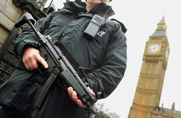 Deportálni akarják az összes terrorizmussal gyanúsítható személyt Nagy-Britanniából 1