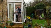 Ilyen is csak Angliában lehet: A házaspár otthona 2. de a kert meg már 3. készültségi szint alá esik 1