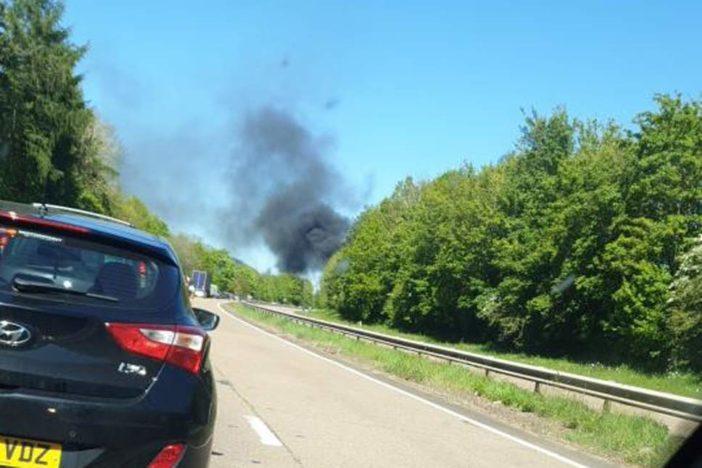 Kényszerleszállást hajtott végre egy repülő, méghozzá egy kétsávos autóútra Nagy-Britannia déli felén 2